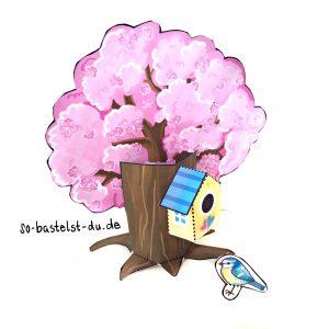 Frühlingsbaum mit Vogelhaus